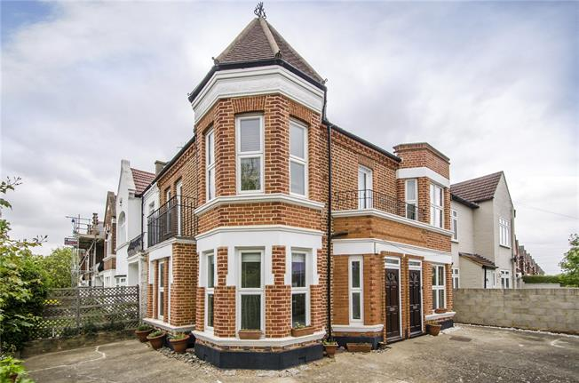 Asking Price £599,950, 2 Bedroom Flat For Sale in London, SW12