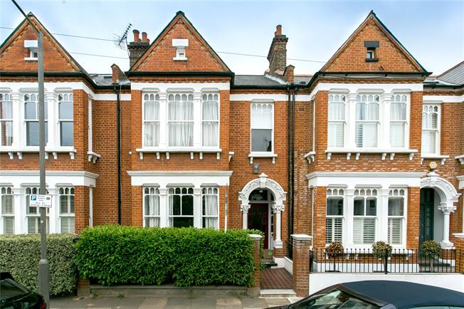 Asking Price £1,250,000, 4 Bedroom House For Sale in London, SW12