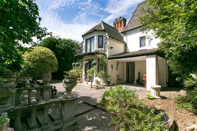 Asking Price £1,750,000, 4 Bedroom Detached House For Sale in London, SW16