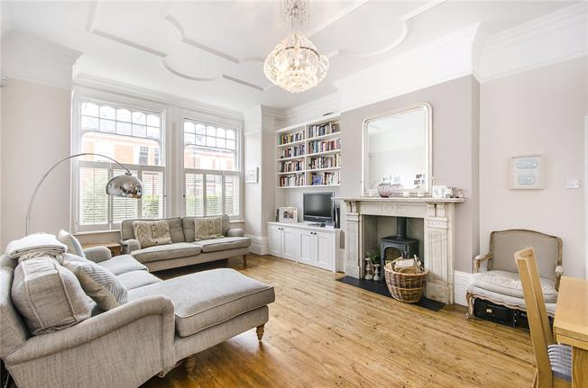 Asking Price £760,000, 2 Bedroom Flat For Sale in London, SW17