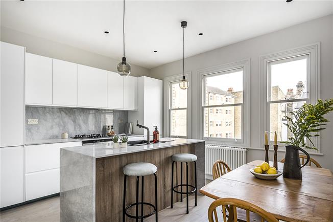Asking Price £950,000, 2 Bedroom Flat For Sale in London, SW12