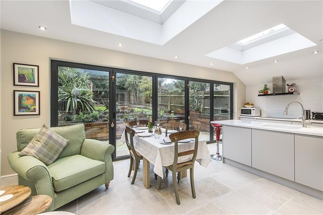 Asking Price £599,950, 2 Bedroom Flat For Sale in London, SW16