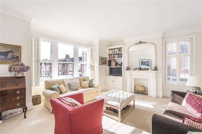 Asking Price £825,000, 3 Bedroom For Sale in London, SW12
