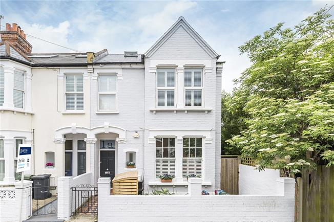 Asking Price £750,000, 3 Bedroom Flat For Sale in London, SW12