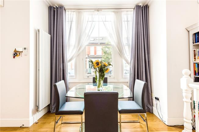Asking Price £575,000, 2 Bedroom Flat For Sale in London, SW12