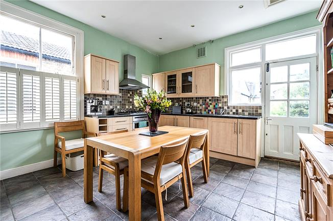 Asking Price £770,000, 4 Bedroom Flat For Sale in London, SW12
