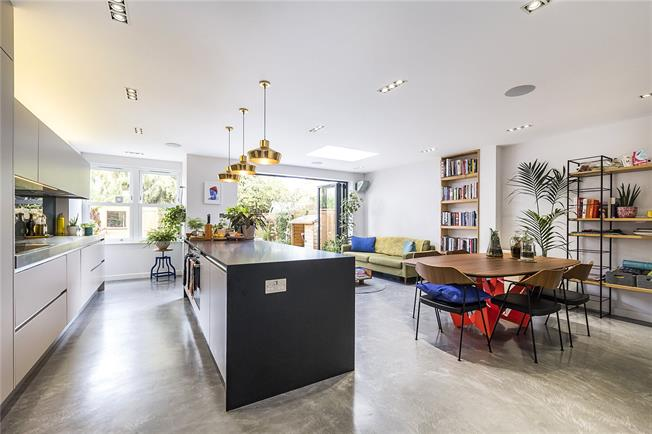 Asking Price £1,125,000, 5 Bedroom Semi Detached House For Sale in London, SW2