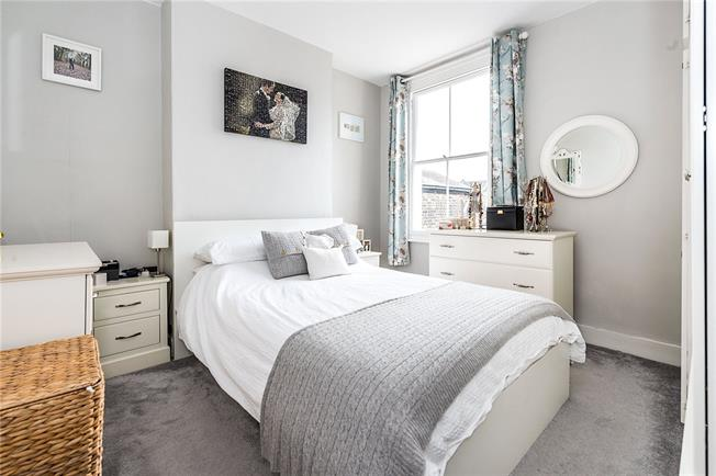 Asking Price £720,000, 3 Bedroom Flat For Sale in London, SW12