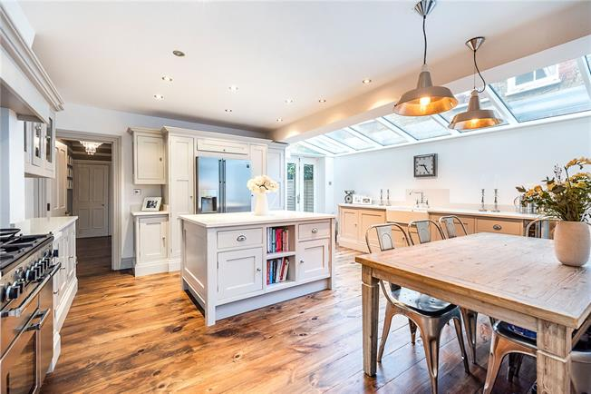 Asking Price £800,000, 3 Bedroom Flat For Sale in London, SW12