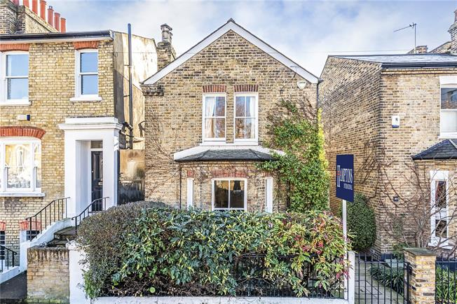 Asking Price £1,250,000, 3 Bedroom Detached House For Sale in London, SW12