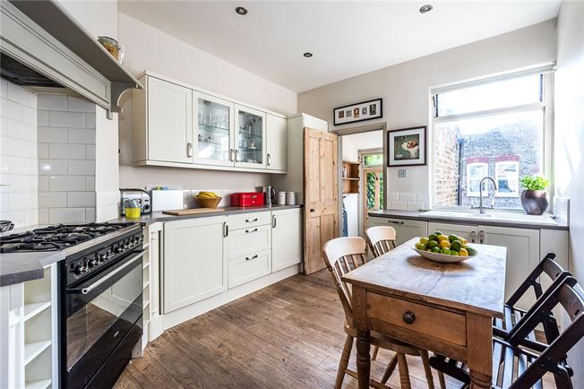 Asking Price £530,000, 2 Bedroom Flat For Sale in London, SW17
