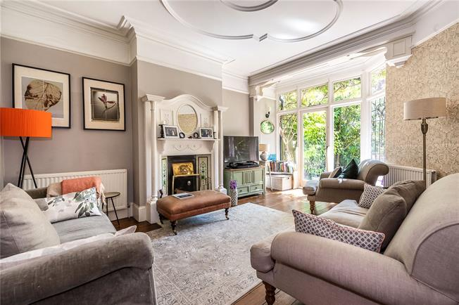Asking Price £990,000, 4 Bedroom Semi Detached House For Sale in London, SW2