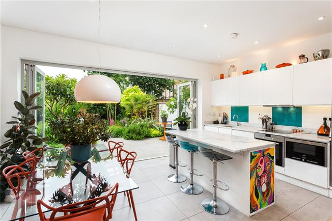 Asking Price £825,000, 3 Bedroom Flat For Sale in London, SW12