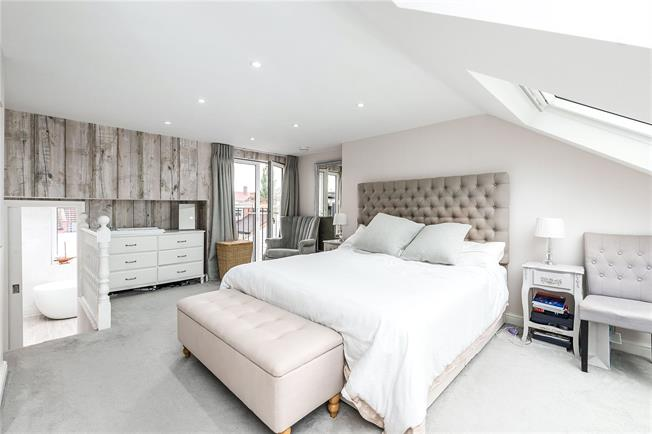Asking Price £1,375,000, 5 Bedroom Terraced House For Sale in London, SW12