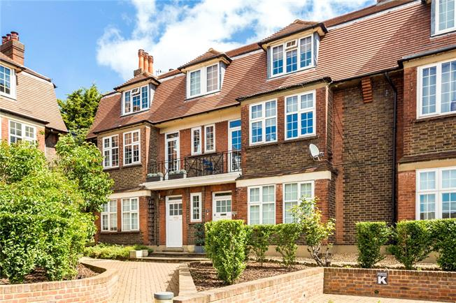 Asking Price £625,000, 3 Bedroom Flat For Sale in London, SW17