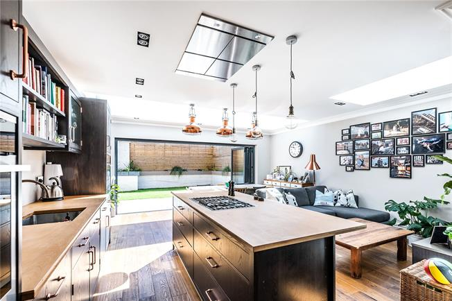 Asking Price £775,000, 2 Bedroom Flat For Sale in London, SW2