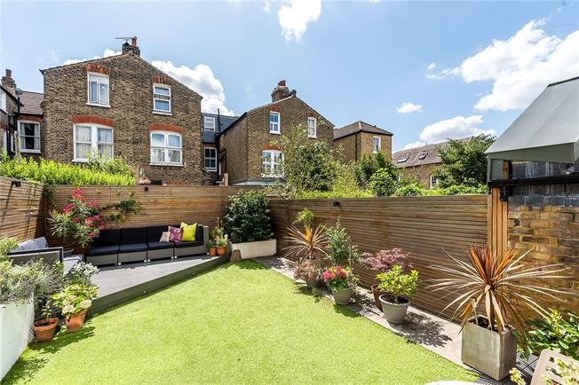 Asking Price £730,000, 2 Bedroom Flat For Sale in London, SW12