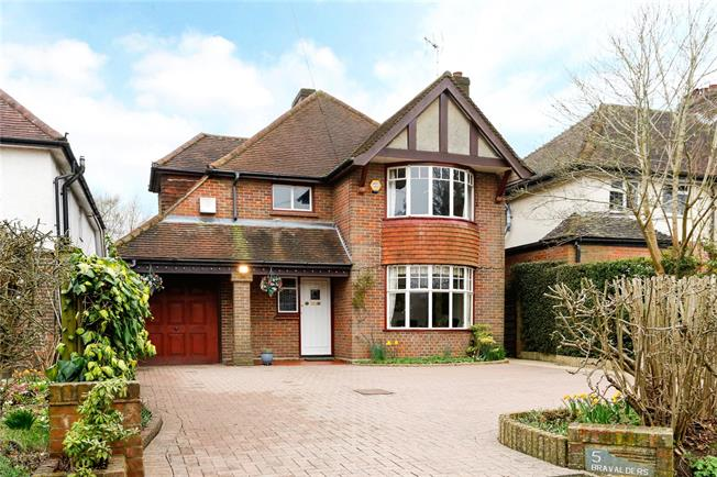 Guide Price £745,000, 4 Bedroom Detached House For Sale in Chesham, HP5