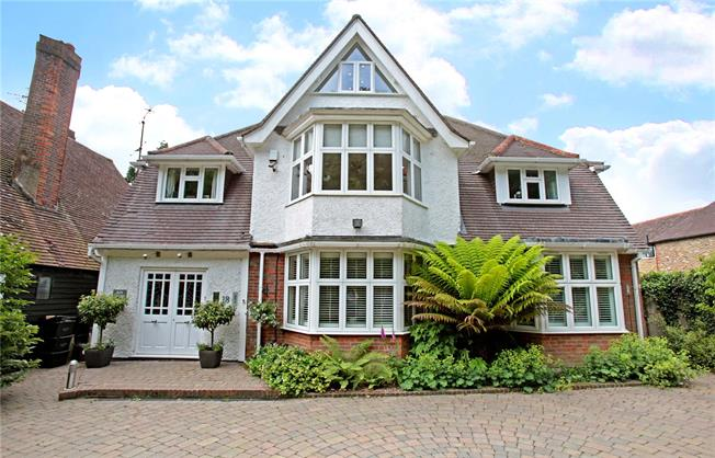 Asking Price £1,500,000, 5 Bedroom Detached House For Sale in Amersham, HP6