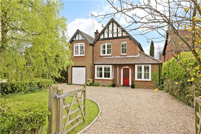 Guide Price £995,000, 4 Bedroom Detached House For Sale in Buckinghamshire, HP7