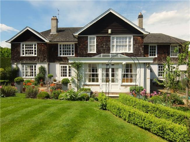Guide Price £1,850,000, 5 Bedroom Detached House For Sale in Amersham, Buckinghamshire, HP6