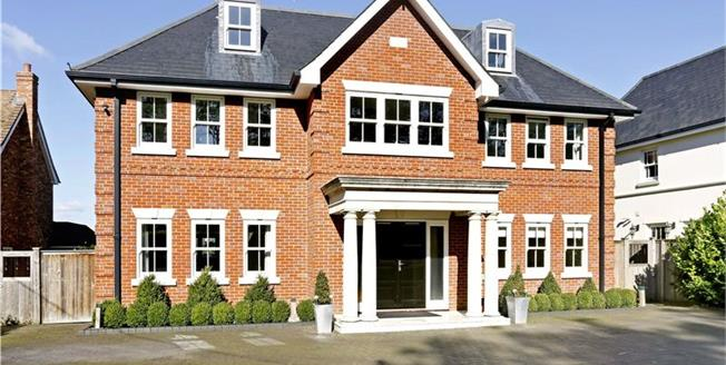 Guide Price £1,695,000, 7 Bedroom Detached House For Sale in Chesham, HP5