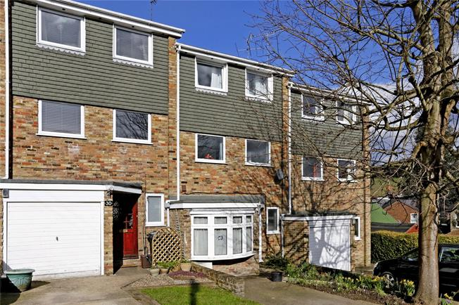 Guide Price £389,950, 3 Bedroom Terraced House For Sale in Chesham, HP5