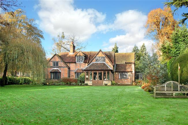 Guide Price £1,950,000, 5 Bedroom Detached House For Sale in Latimer, HP5