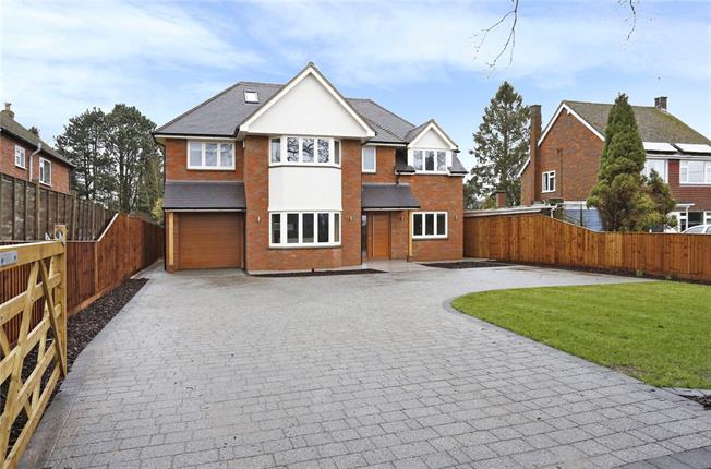 Asking Price £1,495,000, 5 Bedroom Detached House For Sale in Winchmore Hill, HP7