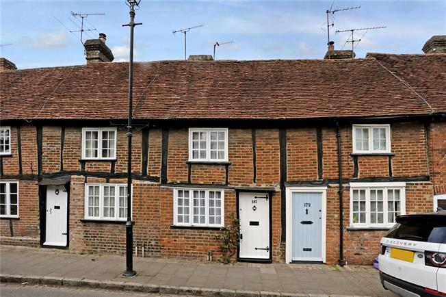 Guide Price £455,000, 2 Bedroom Terraced House For Sale in Amersham, HP7