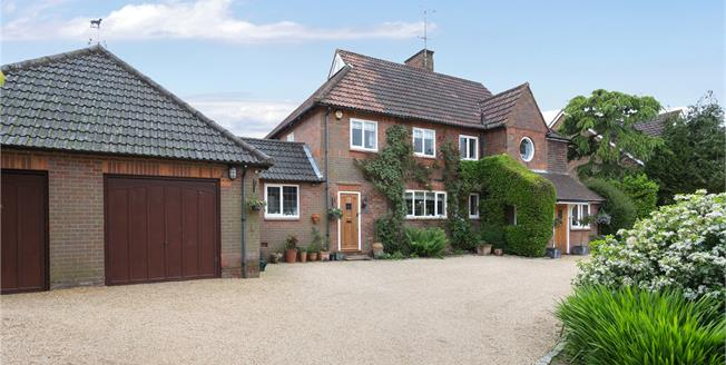Guide Price £1,795,000, 4 Bedroom Detached House For Sale in Buckinghamshire, HP8