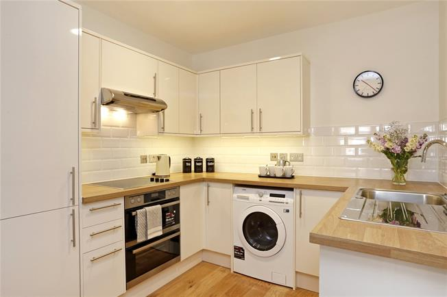 Guide Price £365,000, 1 Bedroom Flat For Sale in Buckinghamshire, HP6