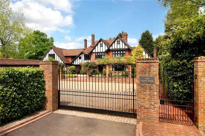 Asking Price £3,500,000, 6 Bedroom Detached House For Sale in Amersham, HP6