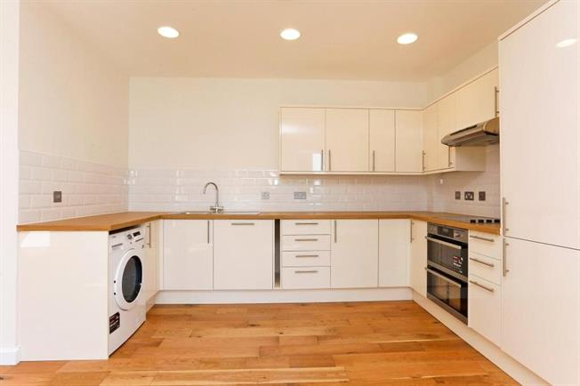 Guide Price £385,000, 2 Bedroom Flat For Sale in Buckinghamshire, HP6