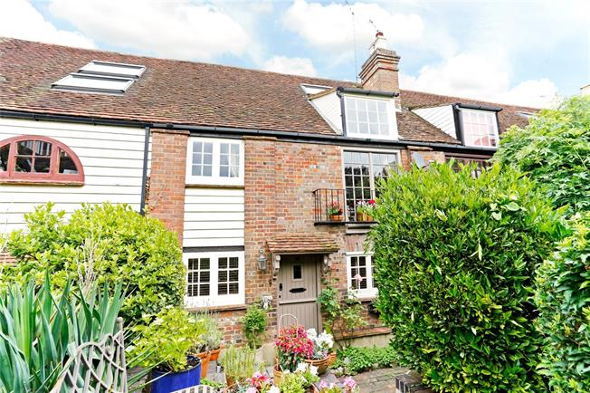 Guide Price £550,000, 2 Bedroom Terraced House For Sale in Tring, HP23