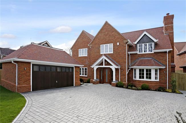 Guide Price £1,885,000, 5 Bedroom Detached House For Sale in Amersham, Buckinghamshire, HP6