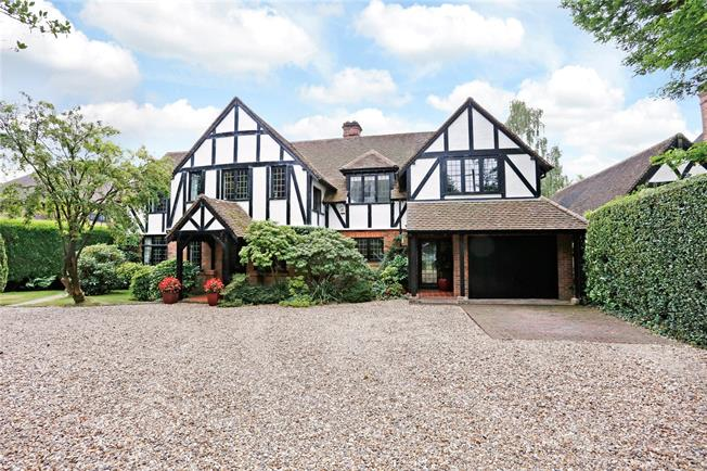 Guide Price £2,250,000, 7 Bedroom Detached House For Sale in Amersham, HP6