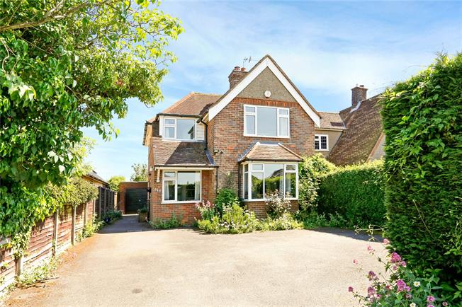 Guide Price £650,000, 4 Bedroom Detached House For Sale in Chesham, HP5