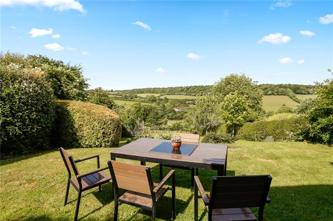 Guide Price £795,000, 4 Bedroom Detached House For Sale in Buckinghamshire, HP5