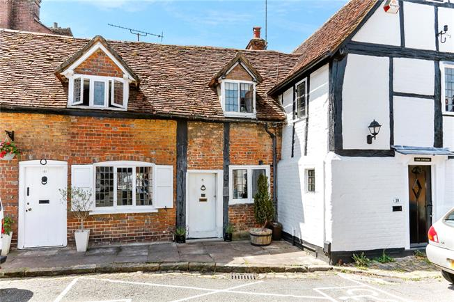Offers in excess of £265,000, 1 Bedroom Terraced House For Sale in Chesham, HP5
