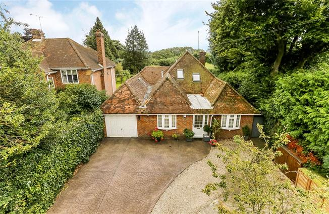 Guide Price £895,000, 4 Bedroom Bungalow For Sale in Amersham, HP7