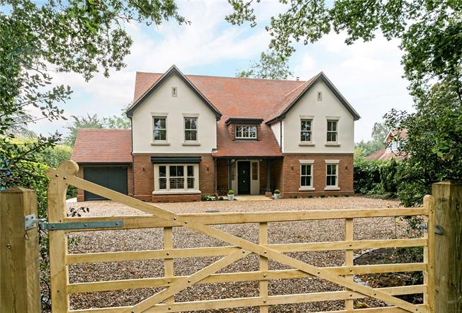 Guide Price £1,750,000, 6 Bedroom Detached House For Sale in Bellingdon, HP5