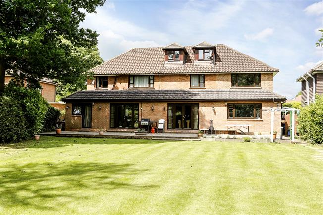 Guide Price £1,695,000, 7 Bedroom Detached House For Sale in Amersham, Buckinghamshire, HP6