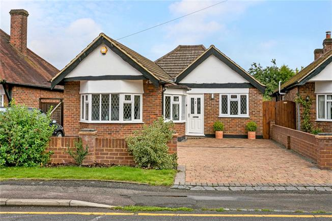 Guide Price £850,000, 3 Bedroom Bungalow For Sale in Amersham, HP6