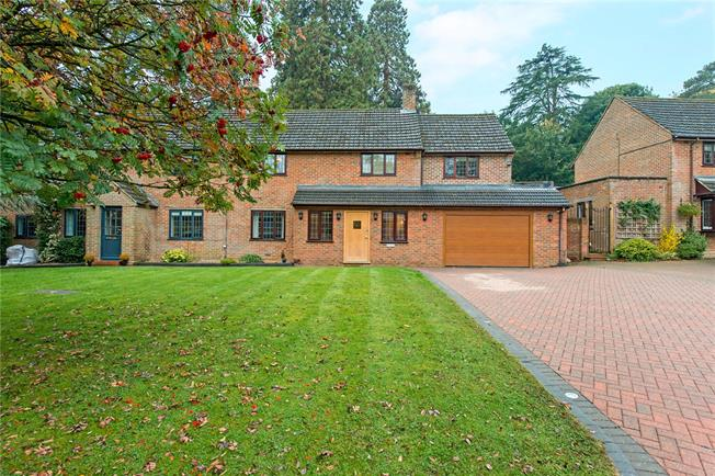 Guide Price £825,000, 4 Bedroom Semi Detached House For Sale in Latimer, HP5
