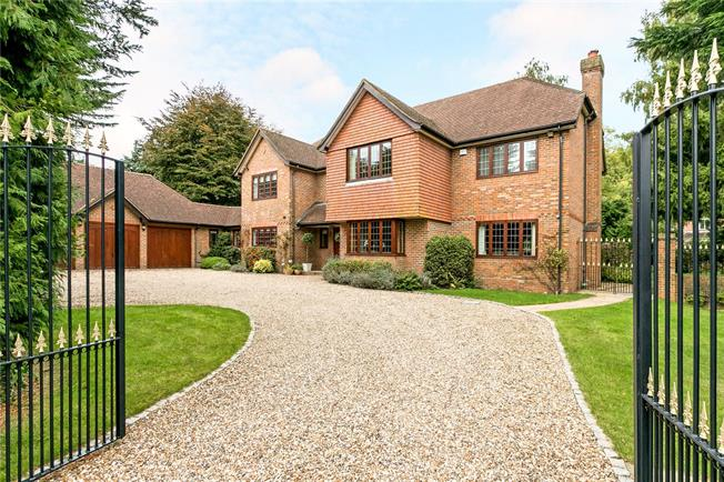 Guide Price £1,995,000, 5 Bedroom Detached House For Sale in Buckinghamshire, HP6