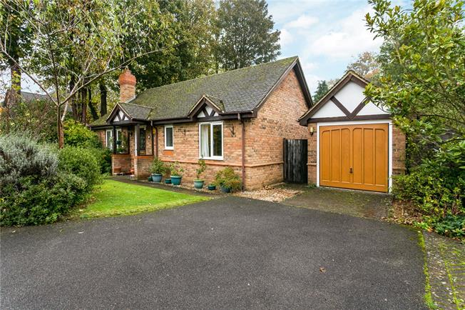 Guide Price £625,000, 2 Bedroom Bungalow For Sale in Amersham, HP6