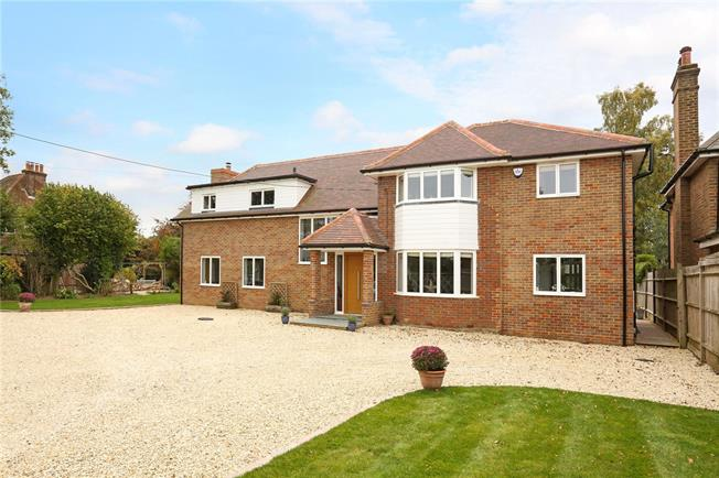 Guide Price £1,400,000, 5 Bedroom Detached House For Sale in Hyde Heath, HP6