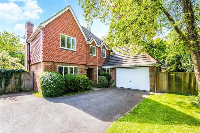 Guide Price £1,500,000, 5 Bedroom Detached House For Sale in Buckinghamshire, HP6