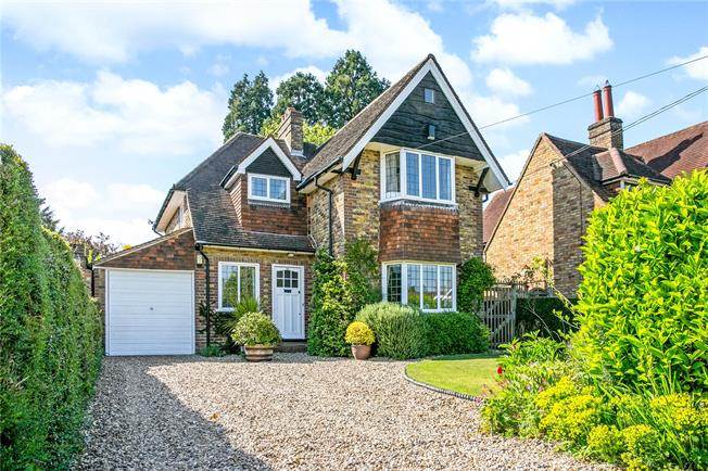 Guide Price £875,000, 3 Bedroom Detached House For Sale in Amersham, HP6